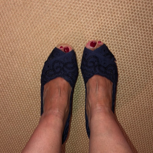 White Mountain Shoes - Navy White Mountain peep toe espadrille wedges 8M